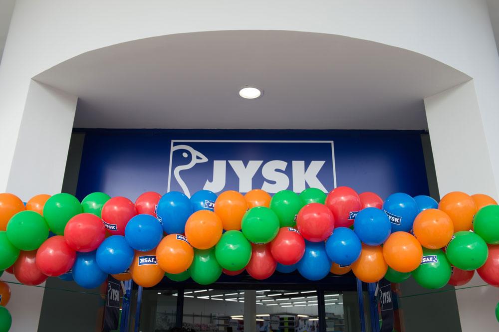 75133f330f Στην Ελλάδα δραστηριοποιείται από το 2015 ενώ τον Οκτώβριο του 2015 άνοιξε  το κατάστημα της Θεσσαλονίκης