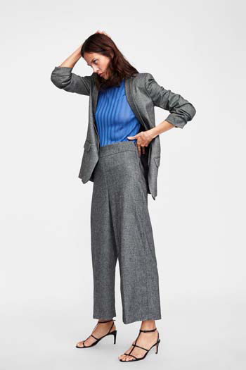 e91fadb42994 Ιδιαίτερα αγαπητή επιλογή για τη δουλειά, τις επαγγελματικές συναντήσεις,  αλλά και τις καθημερινές σας εμφανίσεις είναι το γυναικείο κοστούμι με  παντελόνι ή ...