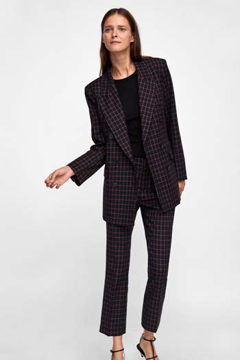... σας εμφανίσεις είναι το γυναικείο κοστούμι με παντελόνι ή το ταγιέρ με  φούστα. Κατασκευασμένα από βαμβάκι b1eac085276