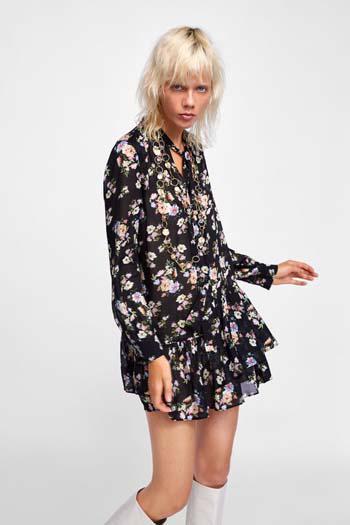 9e1c72274e17 Στα καταστήματα ZARA θα βρείτε μια μεγάλη συλλογή από φορέματα σε όλα τα  μήκη και στυλ. Υπάρχουν σχέδια κομψά και πολύ θηλυκά